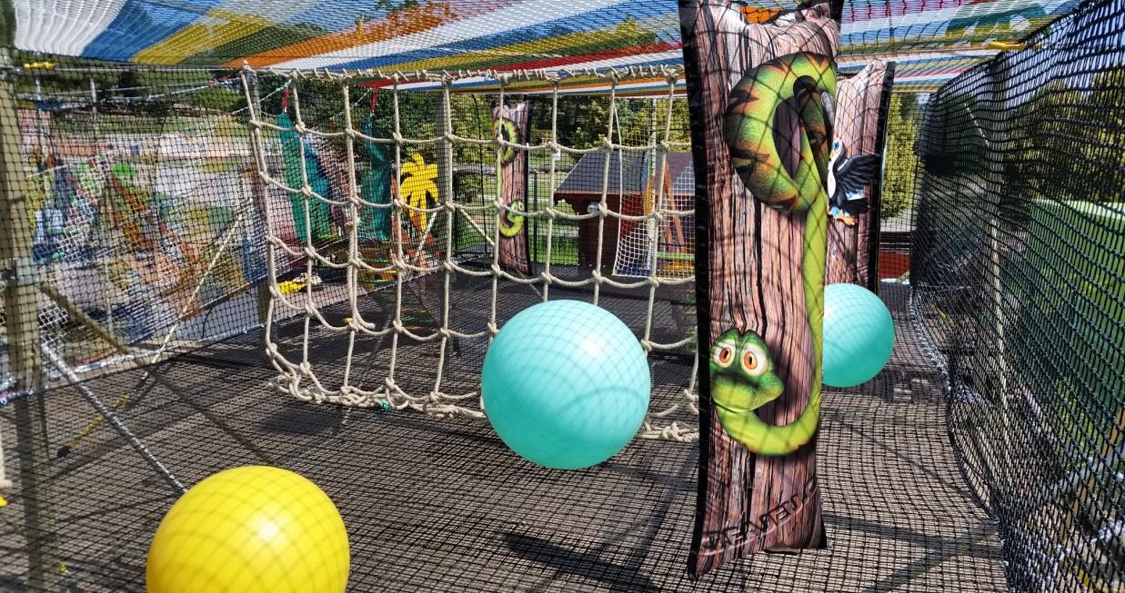 Trampoline géant 45 m²